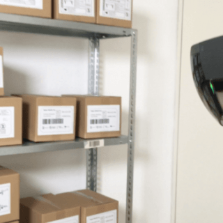 man using scan glasses for barcodes