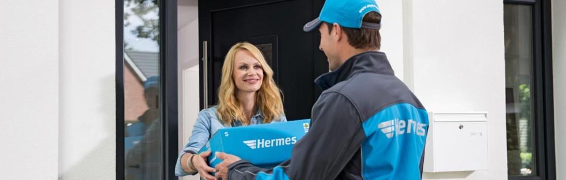 hermes employee delivering at customer's door