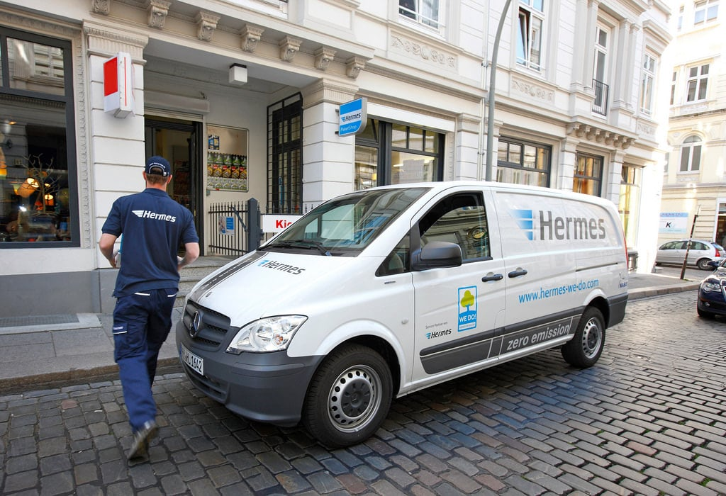 hermes employee delivering a package