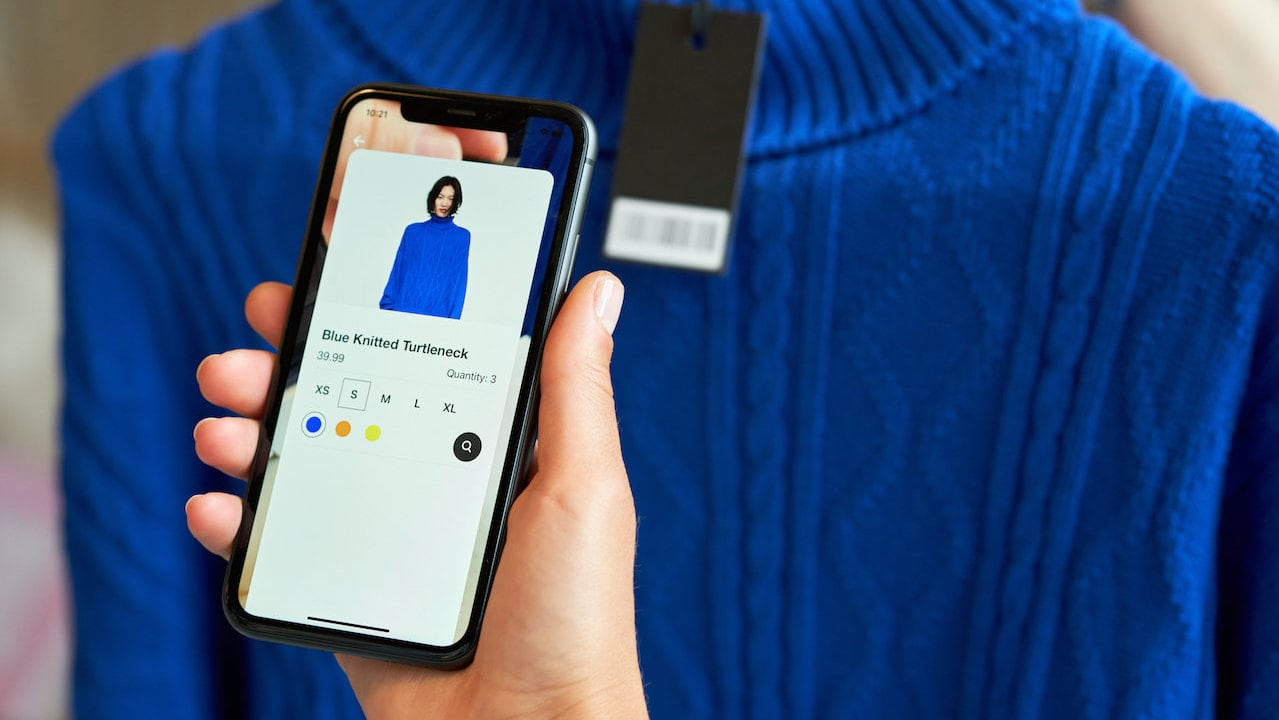 In store smartphone scanning of a product using AR technology